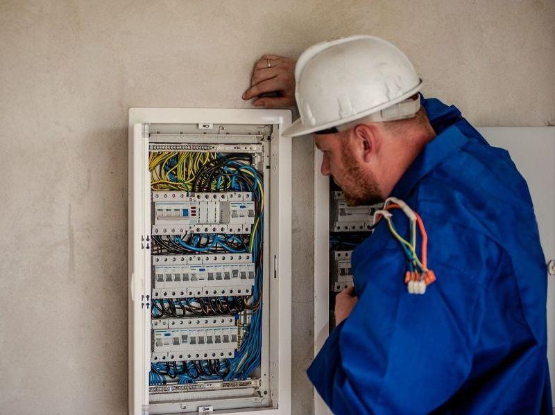 electrician-g0f6187e69_1280-e1632998545864 Our Solutions   RedZinc Services